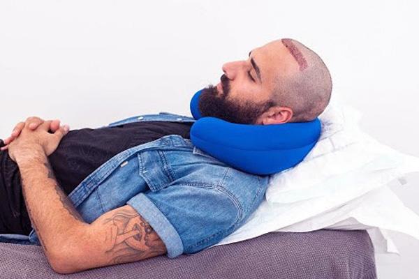 خوابیدن در موقعیت صحیح بعد کاشت مو
